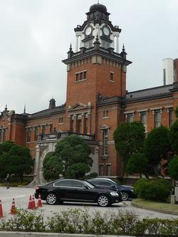 ソウル大学病院前身の大韓医院、歴史の重みを感じさせる建物です。同病院の敷地の中に今も残っています