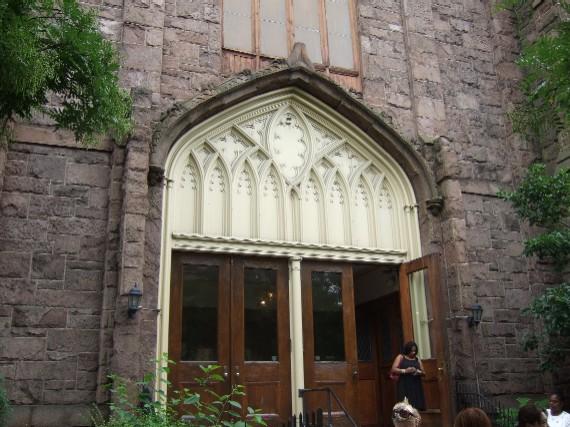 NY_ARCゴスペル教会前