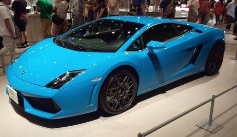 ランボルギーニガヤルドの青さ  世田谷ベースの車たち
