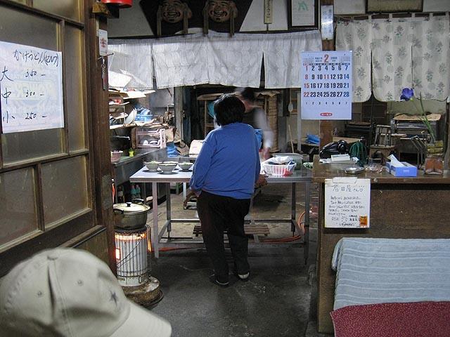 「岩田屋」店内