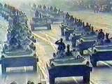 建国記念広場に通ずる城苑大路を走行中の機械化部隊