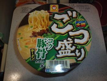 業務スーパー ごつ盛りコク豚骨ラーメン(カップ麺)92円(税抜)