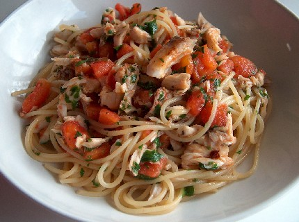spaghettini with fish & tomato