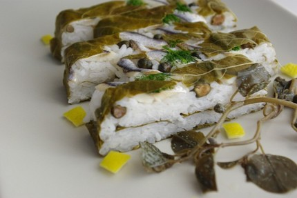 2009.07.31 vine leaf & marinated anchovy sushi2