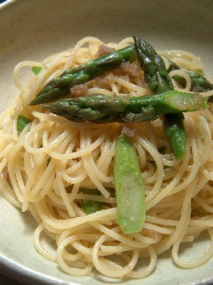 pasta with smoked herring roe & asparagus