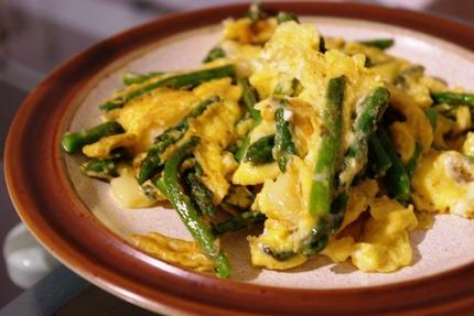 2012.04.03 omeleta me sparagia