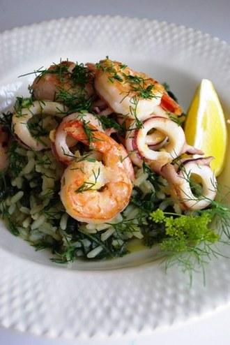 2010.06.19 spanakorizo with chili-lemon squid & prawns1