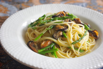 2013.03.20 pasta with mussel confit & wild asparagus