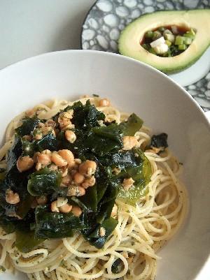 natto wakame pasta & avocado