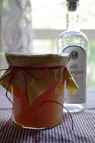 2009.08.01 white peach & ouzo preserve