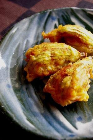 2010.09.11 prawn-stuffed courgette blossoms1