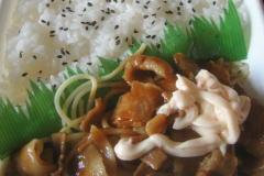 豚焼肉弁当(唐辛子マヨネーズ)2