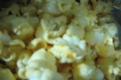 2種のチーズを使用したチーズポップコーンの中味