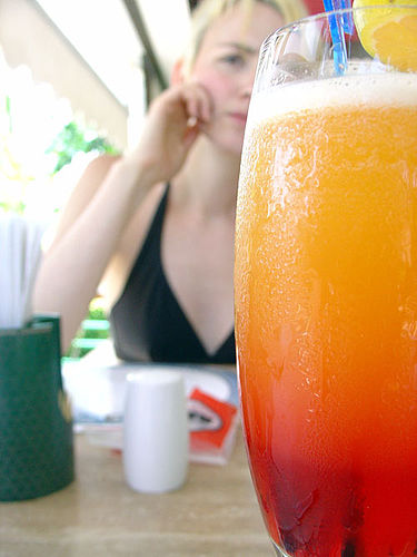 375px-Tequila_Sunrise_with_girl_behind