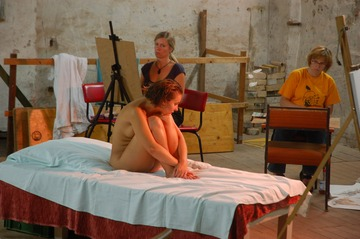 xnews2_Woman Posing Nude For An Art Class 14