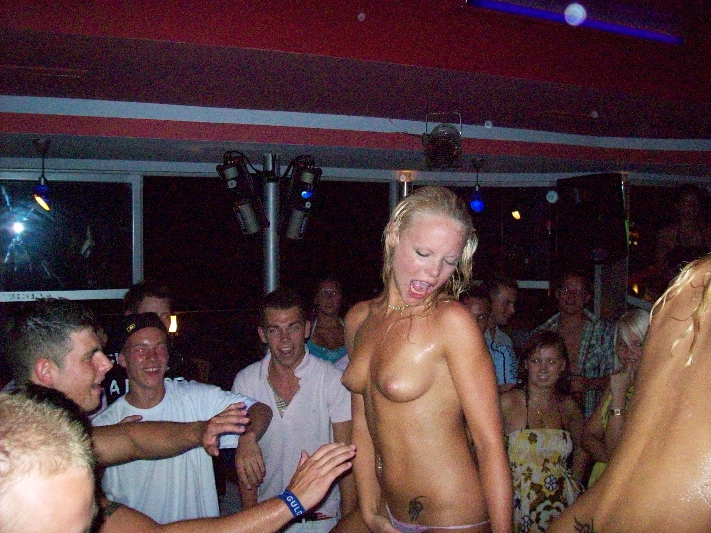 Девушки москва фото голых в клубах