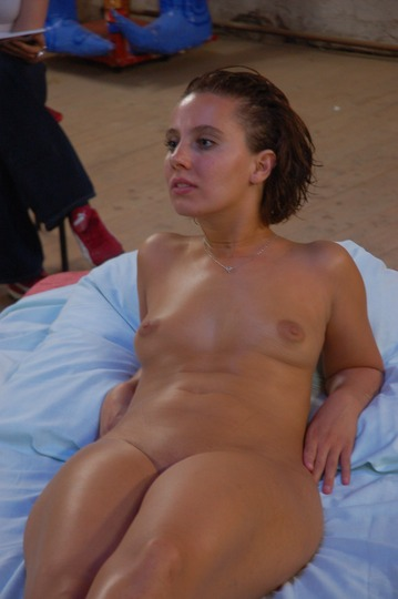 xnews2_Woman Posing Nude For An Art Class 04