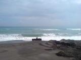 グランドホテル下の波