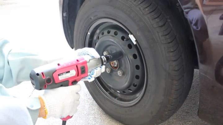 【警告】冬タイヤ交換後にタイヤが外れる事故が急増しているらしい・・・ディーラーに頼むとクソきつく締められるゾ