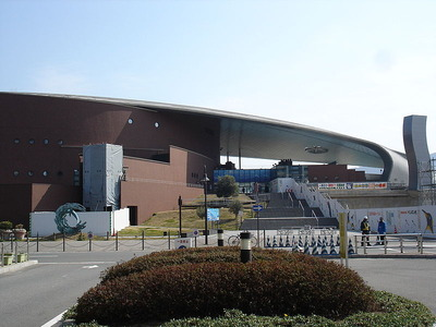 800px-KAIKYOKAN_Aquarium_Front(Shimonoseki)