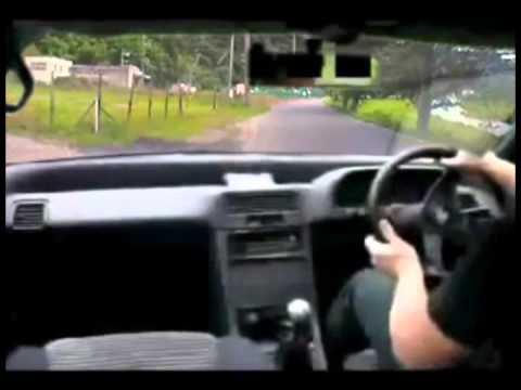 車の発進時にGがあまりかからないように発進するの難しくないか?