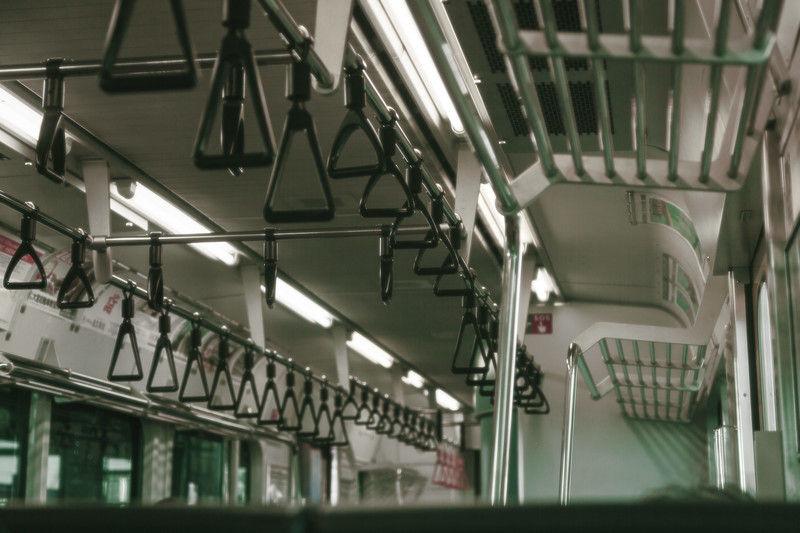 電車で口の中が💩みたいな味のオジさんが正面に来た時の絶望感は異常