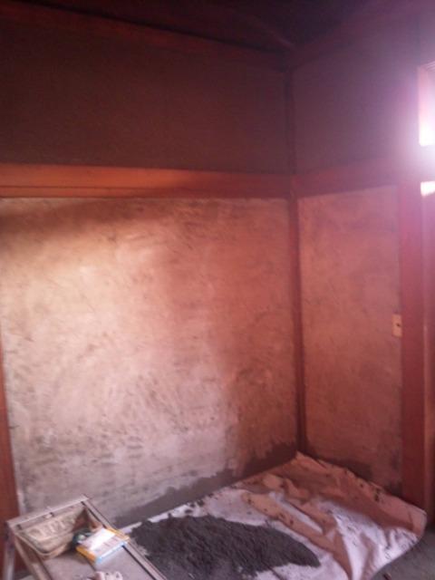 砂壁を漆喰塗りへ