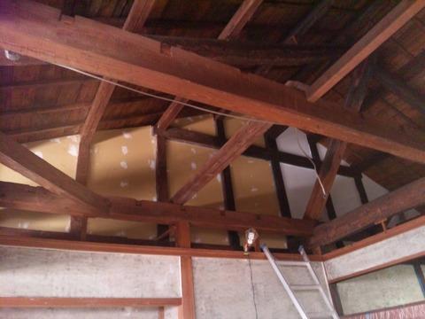 天井壁側のペンキ塗り