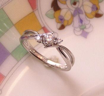 無限マークの婚約指輪
