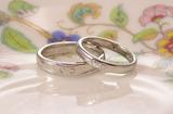 牛と桃の結婚指輪