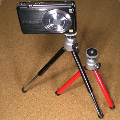 デジタルカメラ用三脚_100円均一_足を伸ばし高さを調整