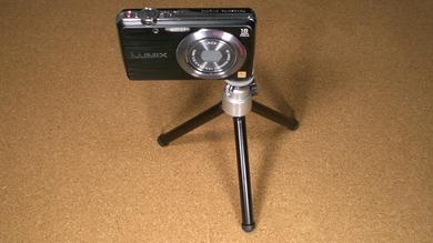 デジタルカメラ用三脚_100円均一_カメラを取り付け