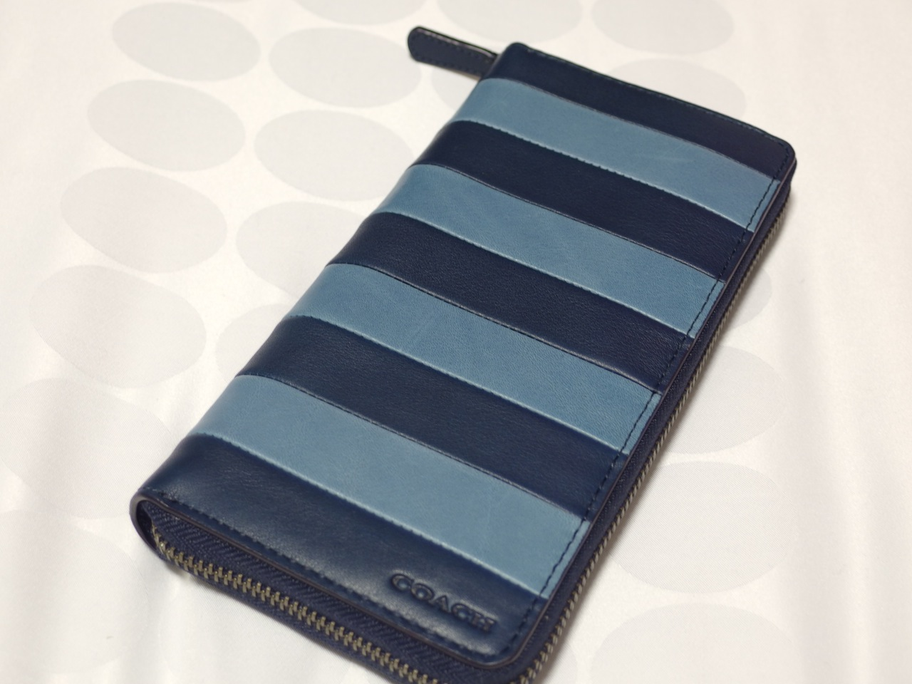 f6df3c2e1617 BLEECKER ACCORDION WALLET IN BAR STRIPE LEATHERという長いネーミングの財布。
