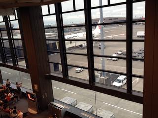 成田空港発、上海・浦東空港行きの日本航空「JL879」便
