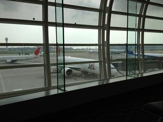 上海・虹橋空港発羽田行きの日本航空JL081便のビジネスクラス