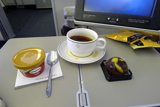 上海発羽田行きのJL082便のビジネスクラス