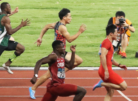 【朗報】男子4×100Mリレーで金メダル!! (山縣亮太・多田修平・桐生祥秀・ケンブリッジ飛鳥)
