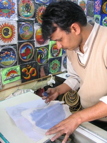 ネパールのワッペン職人