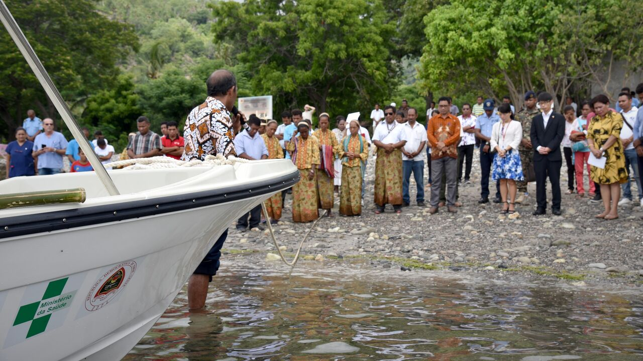 アタウロ島に到着したボート