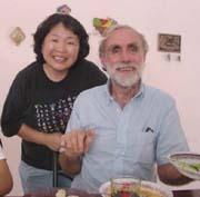 二人の卓越したPHCワーカー:デビッド・ワーナーと工藤芙美子