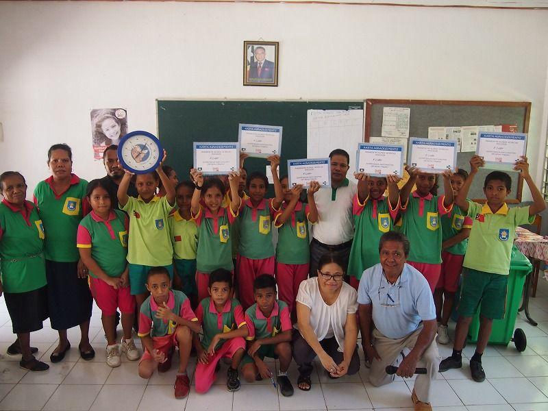 ビダウマサウ小学校の参加者と学校保健研修を受けた先生達