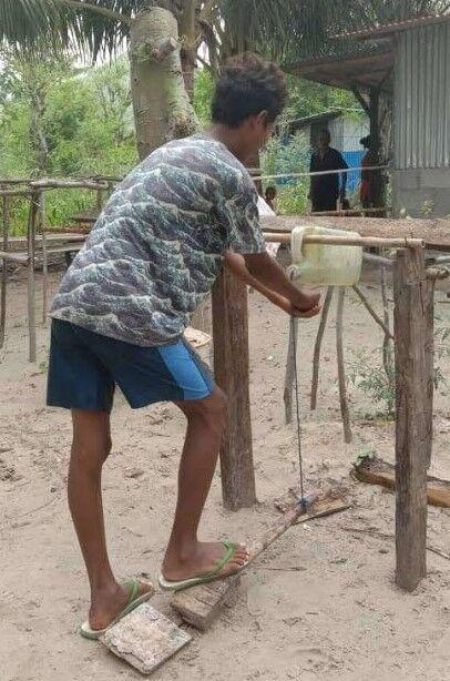 写真�村人が作った手洗い場 - コピー