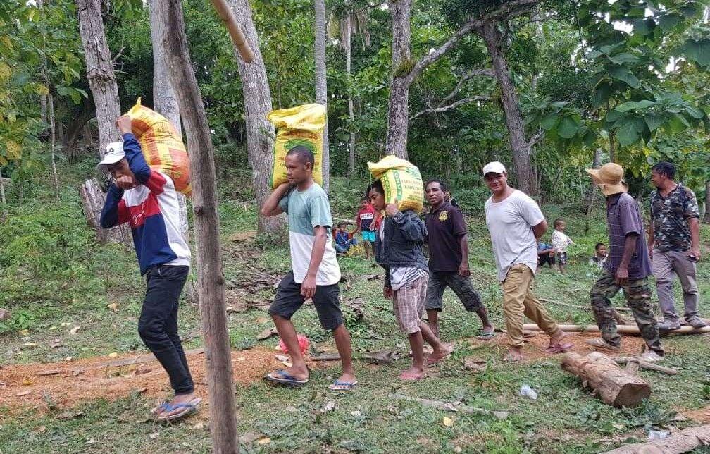 男性一族からのお供え物の米