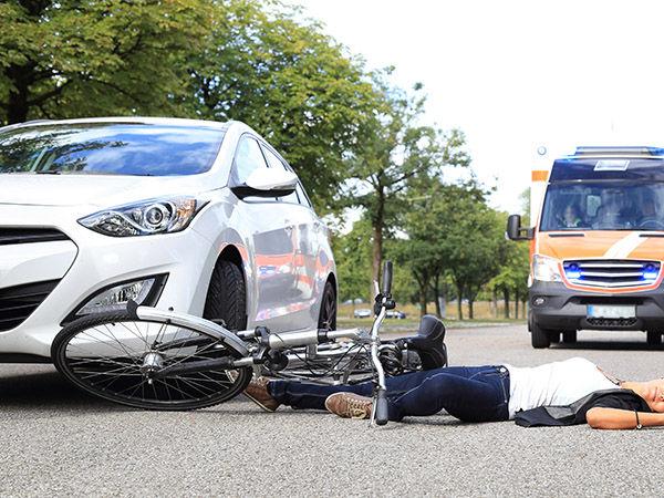 高校生「痛たた」 車カス県議「自転車と携帯の修理代1万な」 →結果wwwwwwwwwwwwww