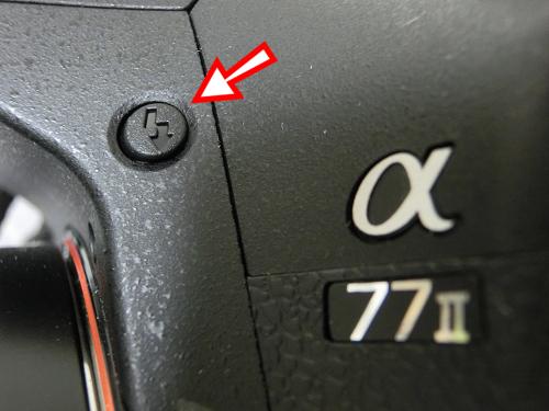 α77II(ILCA-77M2)のフラッシュポップアップボタン