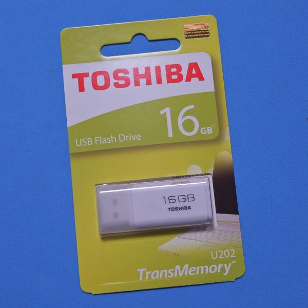 TOSHIBA USB2.0 16GB THN-U202W0160A4_001