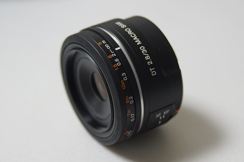 DT 30mm F2.8 Macro SAM (SAL30M28)