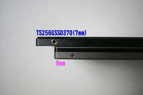 上がTS256GSSD370(7mm)、下は9mm