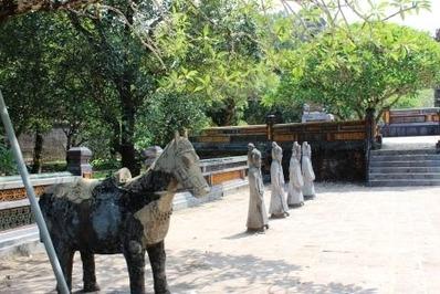フエ トゥドゥック帝廟 (3)