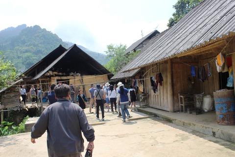 花モン族の村